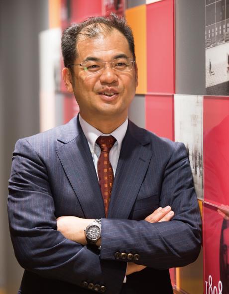PwC Japanグループ グループマネージングパートナー 代表執行役会長 鹿島 章