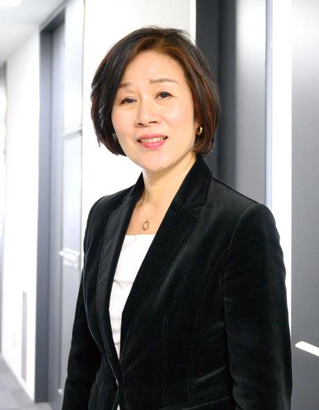 早稲田大学  名誉教授 博士(経済学) 辻山 栄子